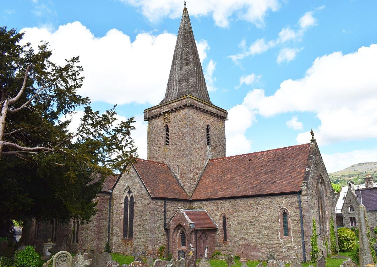 St_Edmunds, Crickhowell.jpg